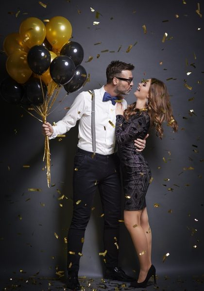 femme-essayer-embrasser-jolie-femme_329181-5338