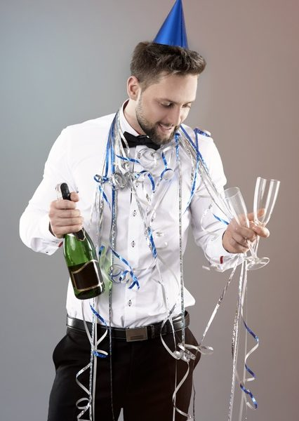 homme-celebrant-nouvel-an_329181-13329